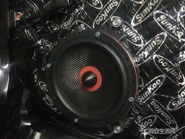 4,意大利TEC-SPL6 K两分频中低音喇叭安装在汽车原位.jpg
