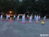 8.8全民健身日同安区瑜伽运动协会公益健身瑜伽在梵天寺大广场